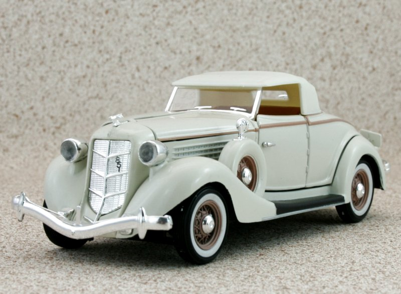 AUBURN 851 - 1935 - white - Signature Models 1:32