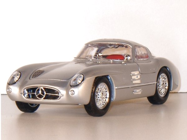 MB Mercedes Benz 300 SLR Uhlenhaut Coupe - silver - Maisto 1:18