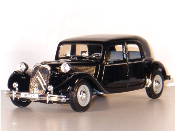 CITROEN 15CV 6 Cyl - 1952 - black - Maisto 1:18