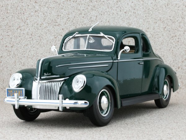 FORD DeLuxe - 1939 - green - Maisto 1:18