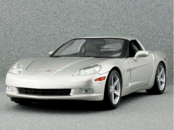 CHEVROLET Corvette - 2005 - silver - Maisto 1:18