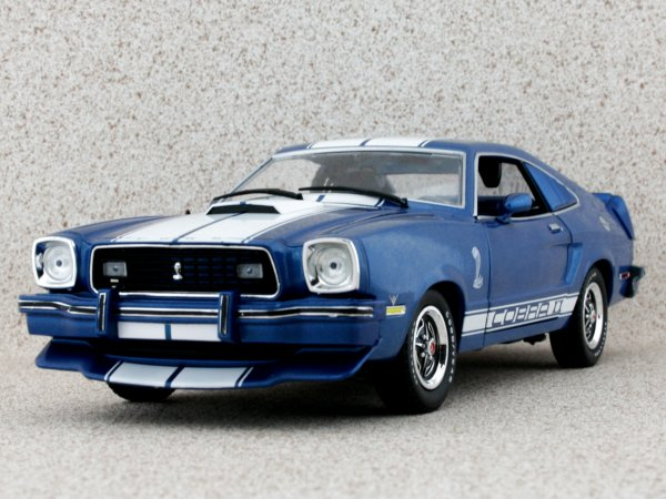 FORD Mustang II Cobra II - 1976 - bluemetallic - Greenlight Collectibles 1:18