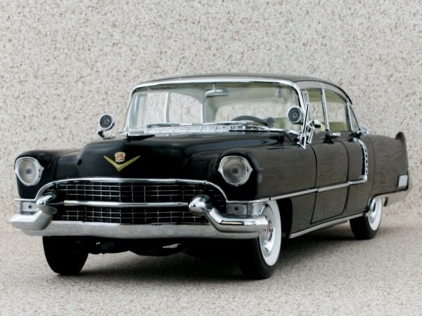 CADILLAC Fleetwood Series 60 Special - 1955 - black - Greenlight 1:18