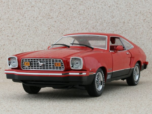 FORD Mustang II Mach I - 1976 - red - Greenlight Collectibles 1:18