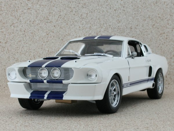 FORD SHELBY GT 500 - 1967 - white / blue - Greenlight Collectibles 1:18