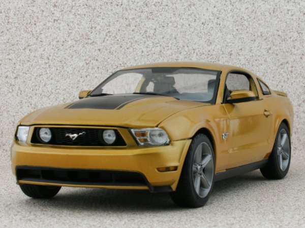 FORD Mustang GT - 2010 - goldmetallic - Greenlight Collectibles 1:18