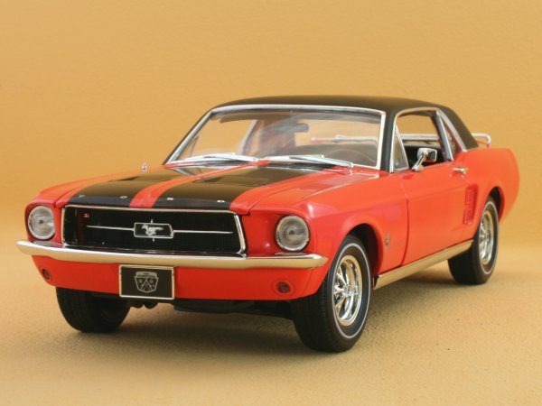 FORD Mustang Ski Country - 1967 - Aspen red - Greenlight 1:18