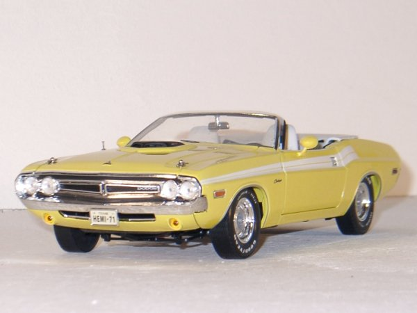 DODGE Challenger - 1971 - yellow - Greenlight 1:18