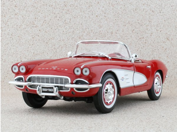CHEVROLET Corvette - 1961 - red / white - ERTL 1:18