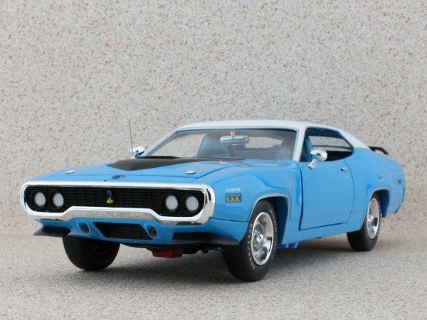 PLYMOUTH Road Runner - 1971 - blue / white - ERTL 1:18
