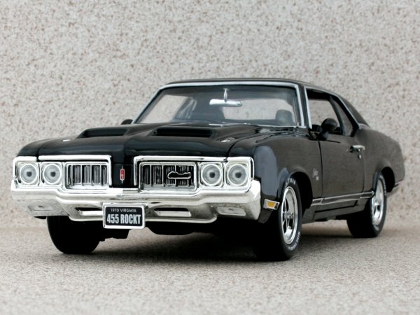OLDSMOBILE Cutlass SX - 1970 - black - ERTL 1:18