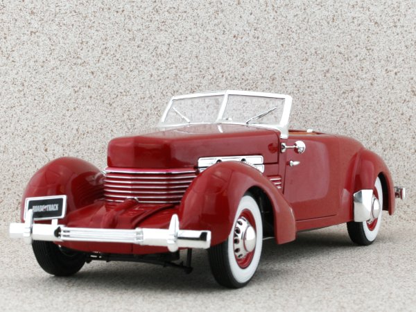 CORD 812 - 1937 - red - ERTL 1:18