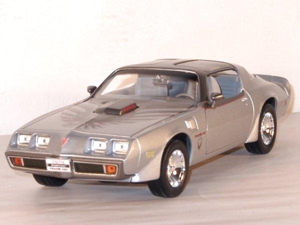 PONTIAC Firebird Trans AM - 1979 - silver - Lucky Die Cast 1:18