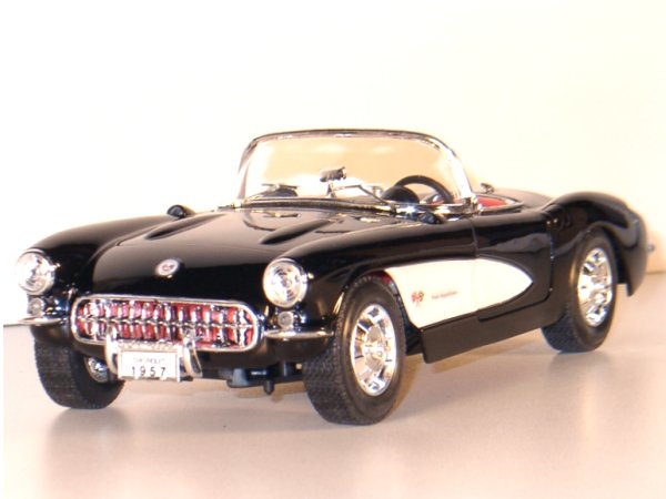 CHEVROLET Corvette - 1957 - black - Lucky Die Cast 1:18