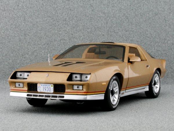 CHEVROLET Camaro Z/28 - 1982 - goldmetallic - Sun Star 1:18