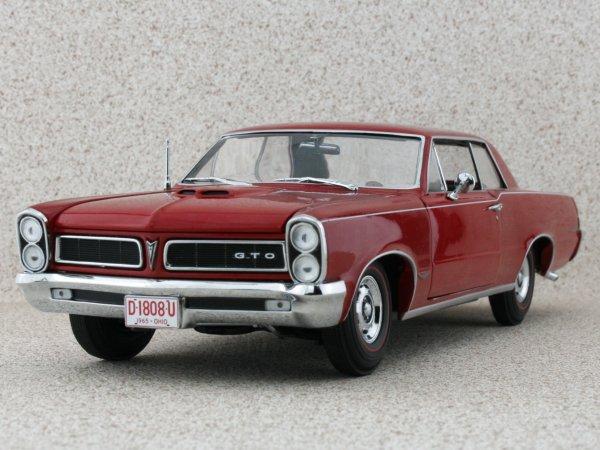 PONTIAC GTO - 1965 - Montero red - Sun Star 1:18