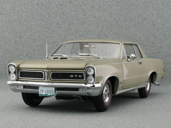 PONTIAC GTO - 1965 - Capri gold - Sun Star 1:18