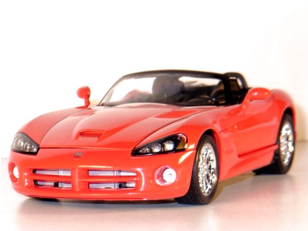 DODGE Viper SRT-10 - 2003 - red - WELLY 1:18