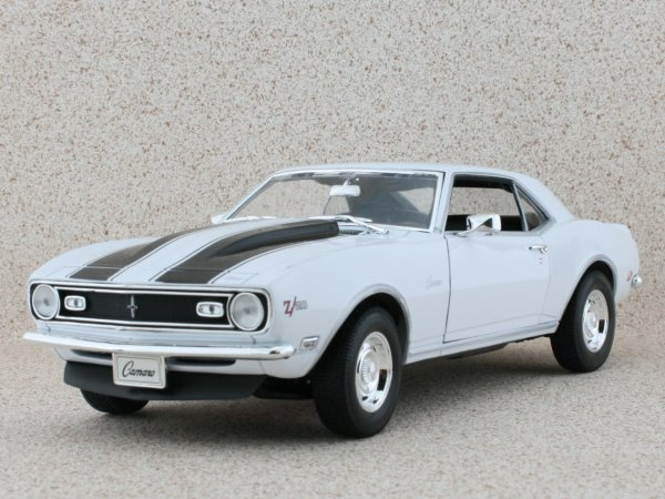 CHEVROLET Camaro Z/28 - 1968 - white - WELLY 1:18