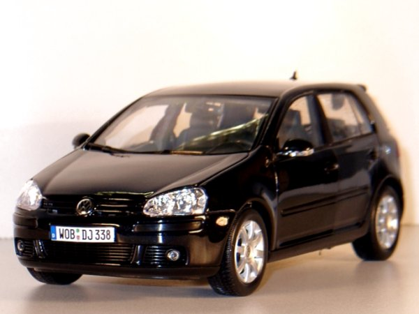 VW Volkswagen Golf V - black - WELLY 1:18