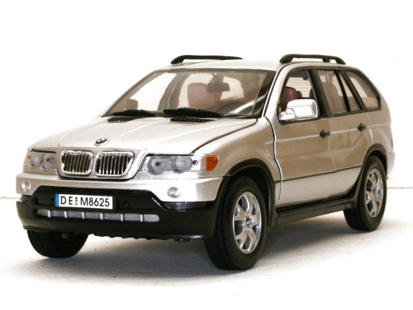 BMW X5 - silver - MotorMax 1:18