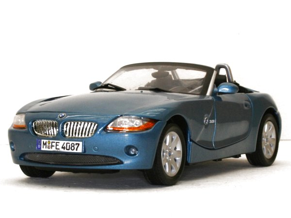 BMW Z4 - bluemetallic - MotorMax 1:18