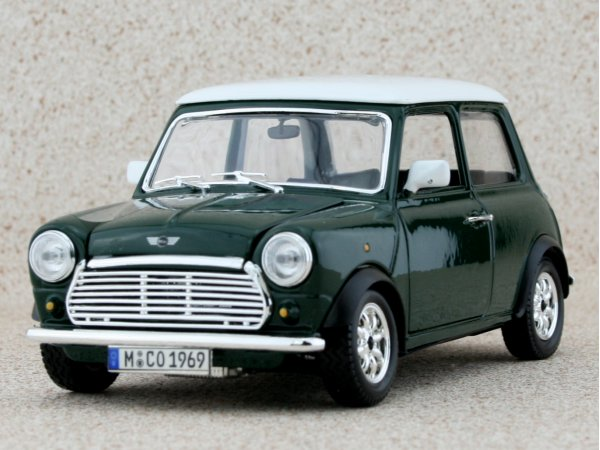 MINI Cooper - green / white - Bburago 1:24