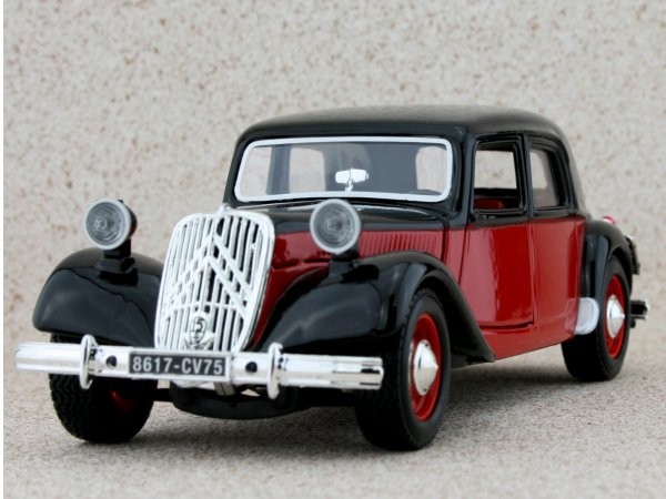 CITROEN 15 CV - red / black - Bburago 1:24
