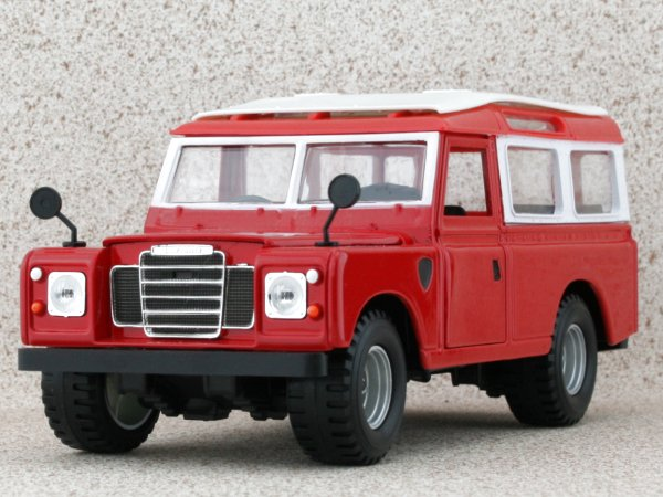 LAND ROVER 110 - red - Bburago 1:24