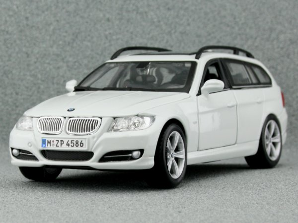 BMW Series 3 Touring - white - Bburago 1:24