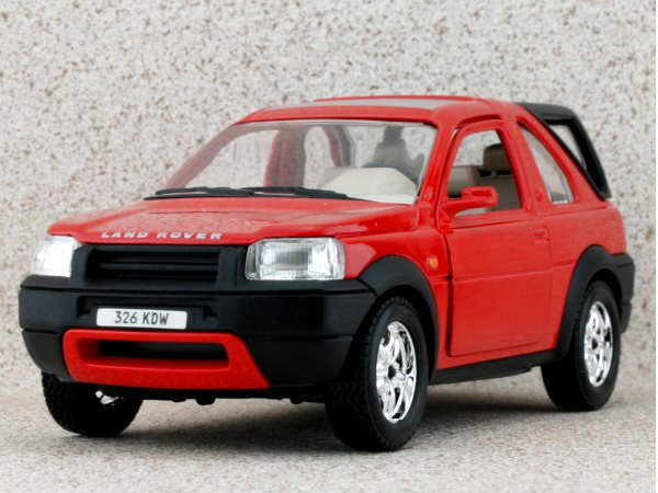 LAND ROVER Freelander - red - Bburago 1:24