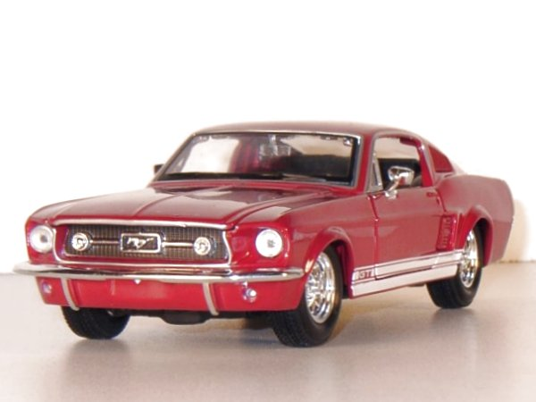 FORD Mustang GT - 1967 - red - Maisto 1:24