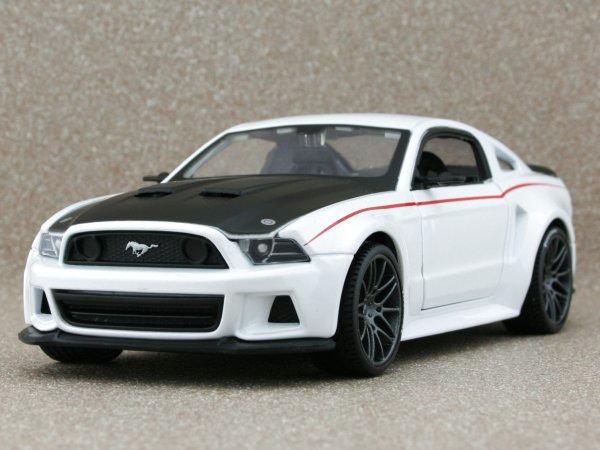 FORD Mustang Street Racer - 2014 - white - Maisto 1:24