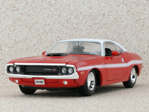 DODGE Challenger R/T Coupe - 1970 - red / white - Maisto 1:24