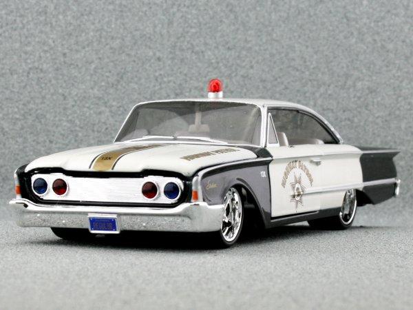 FORD Starliner - 1960 - Highway Patrol - Maisto 1:26