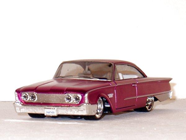 FORD Starliner - 1960 - pinkmetallic - Maisto 1:26