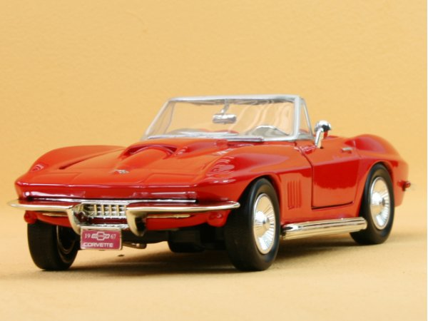 CHEVROLET Corvette - 1967 - red - MotorMax 1:24