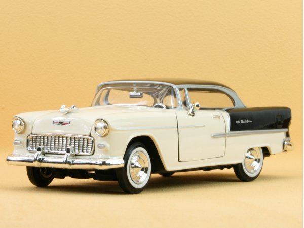 CHEVROLET Bel Air - 1955 - cream / black - MotorMax 1:24