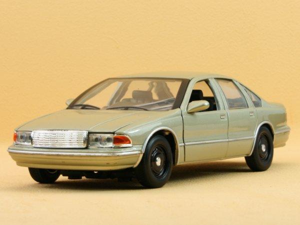 CHEVROLET Caprice - 1993 - champagnermetallic - MotorMax 1:24