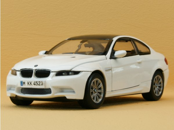 BMW M3 Coupe - white - MotorMax 1:24