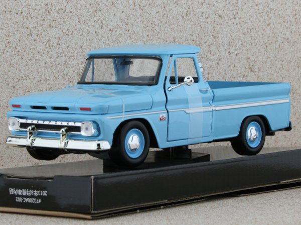 CHEVROLET C10 Fleetside Pick up - 1966 - lightblue - MotorMax 1:24
