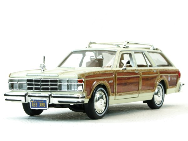 CHRYSLER LeBaron Town & Country - 1979 - cream - MotorMax 1:24