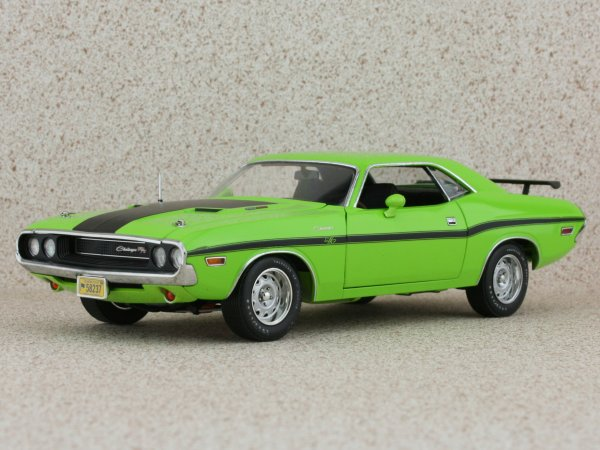 DODGE Challenger R/T - 1970 - lime green - HIGHWAY 61 1:24