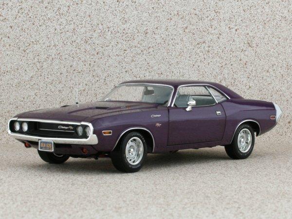 DODGE Challenger R/T - 1970 - Plumcrazy metallic - HIGHWAY 61 1:24