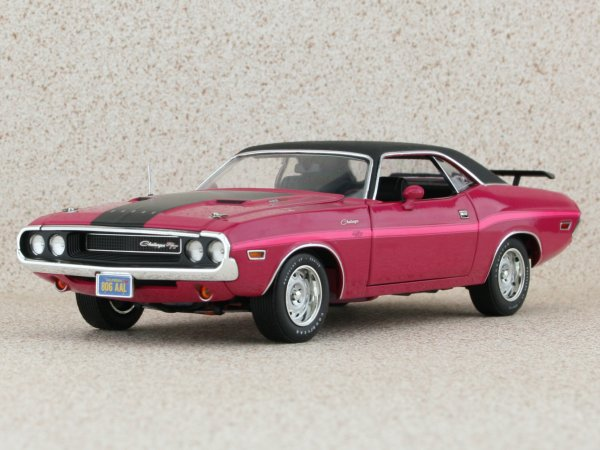 DODGE Challenger R/T - 1970 - pink panther - HIGHWAY 61 1:24