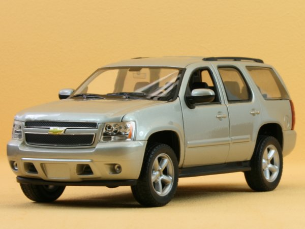 CHEVROLET Tahoe - 2008 - silver - WELLY 1:24