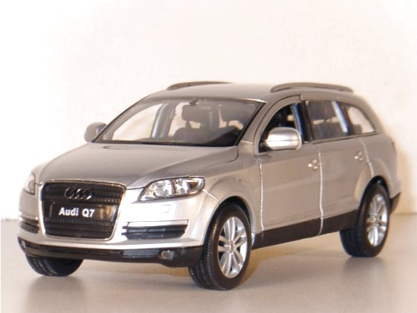 AUDI Q7 - silver - WELLY 1:24