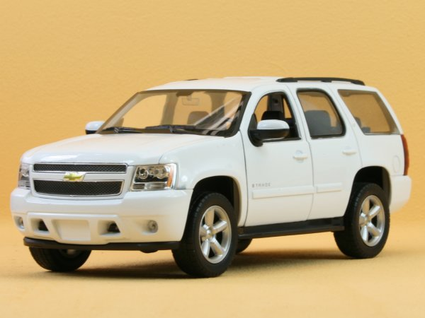 CHEVROLET Tahoe - 2008 - white - WELLY 1:24