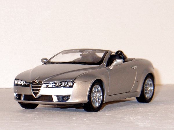 ALFA ROMEO Spider - silver - WELLY 1:24