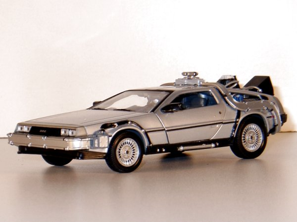 DMC DeLorean LK Coupe - Back to Future II - WELLY 1:24